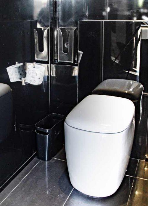 WC in monoblocco con 3 stanze da bagno