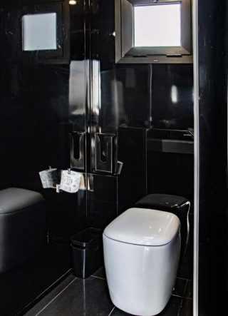 cc-bm-x3-r interni delle toilette