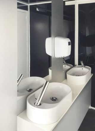 anticamera del bagno mobile di lusso per eventi