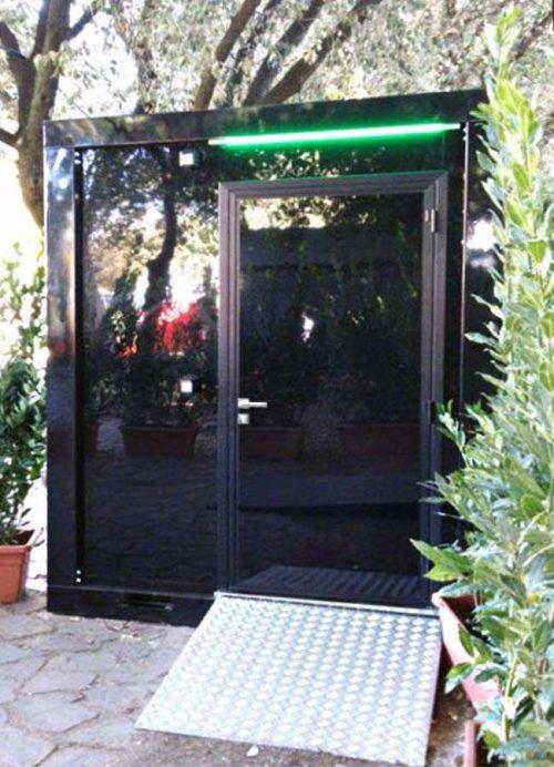 Bagno mobile di lusso compatto per disabili in allestimento