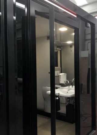 Porta a rototraslante per bagno disabili